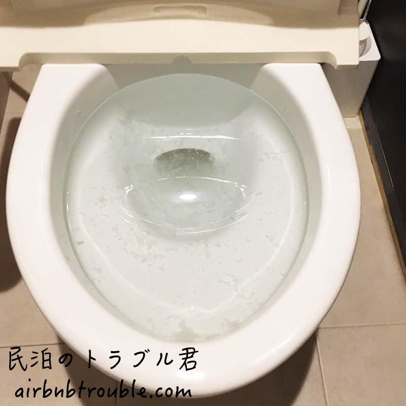 #61【詰まり】折り鶴と共に、トイレの水が詰っていました。